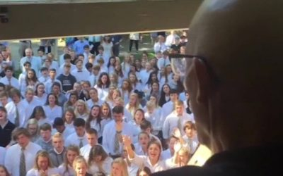 Teacher serenaded by students dies